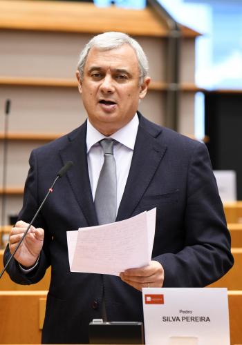 Revisão da Política Comercial da UE: Pedro Silva Pereira questiona Comissário para o Comércio